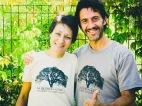 Denise e Danilo indossano le magliette del Centro